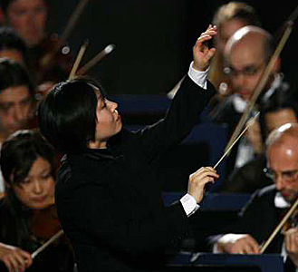 woman-conductor