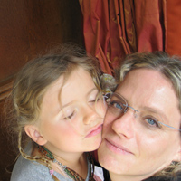 Rebecca-Silberman-and-daughter-in-Paris-200